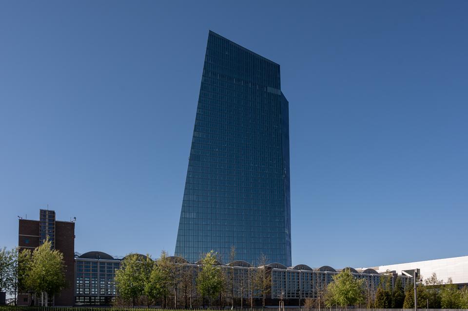 Großmarkthalle und Sky Tower, Frankfurt/Main, April 2021