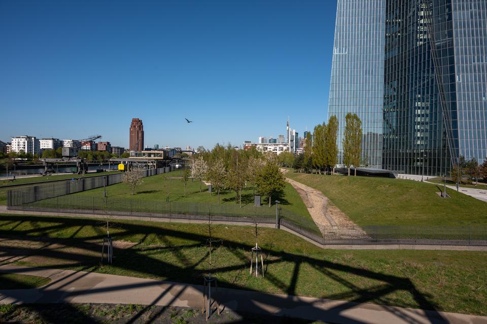 Die Schönheit der EZB: Landschaftspark, Aufsicht Frankfurt/Main 2021