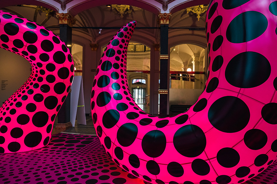 "Yayoi Kusama: ""A Bouquet of Love I Saw in the Universe"" Installation Gropius Bau Berlin, Juni 2021"